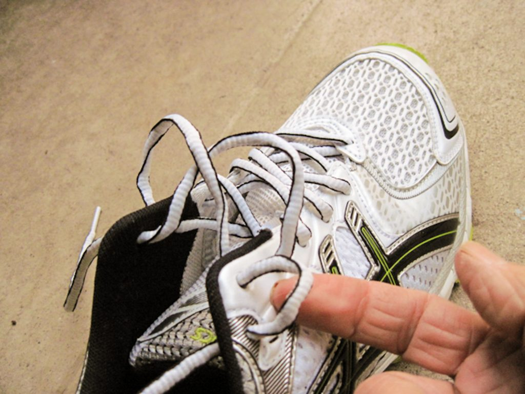 How to tie your running shoes, step 3