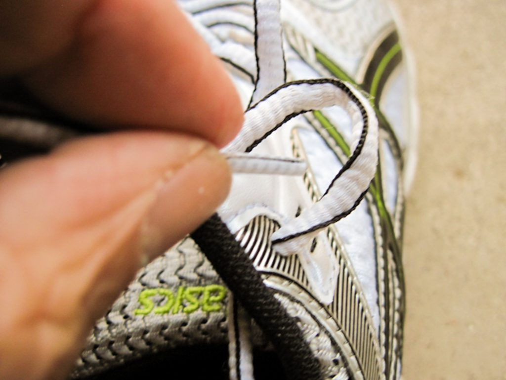 Tying  shoes, step 5